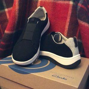 Like New-Clark's Cloudstepper Shoes-Wide Width